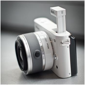 Sở hữu bộ quà tặng hấp dẫn với máy ảnh Nikon 1 J1