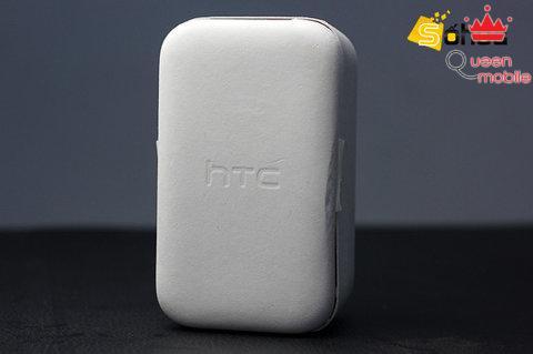 Hộp đựng cực kỳ đơn giản làm từ chất liệu giấy thân thiện với môi trường là điểm gây chú ý ngay từ cái nhìn đầu tiên với HTC one X.