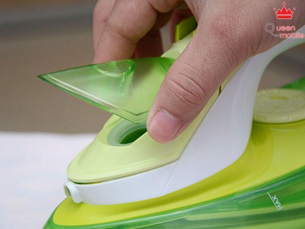 Cách cho nước vào bàn ủi hơi nước