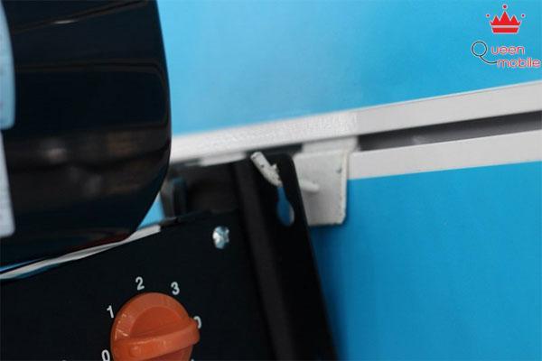Lắp chấu giữ đầu động cơ quạt vào giá treo trên tường