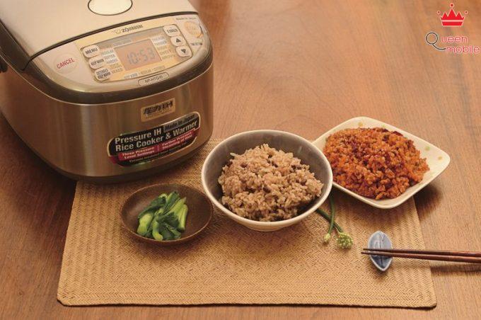 Nấu cơm gạo lứt với nồi cơm điện