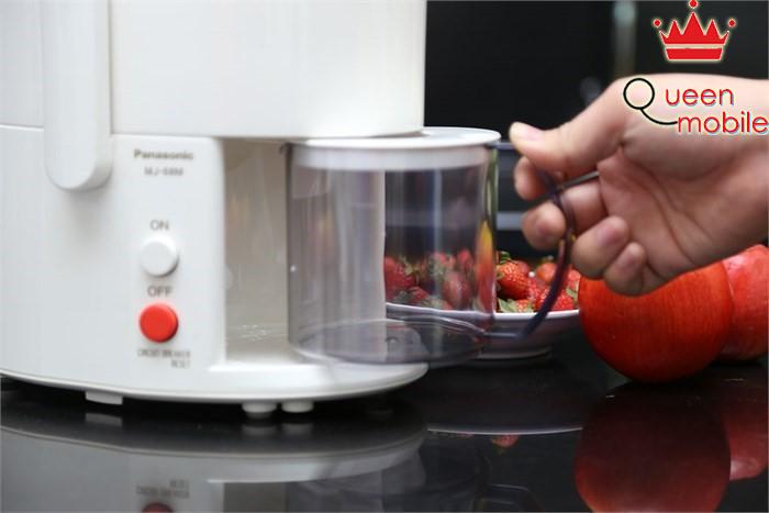 Dung tích bình chứa 600ml của máy ép trái cây Panasonic MJ-68MWRA