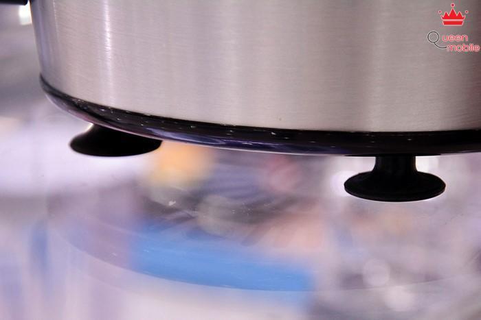 Chân đế chống trượt của máy ép trái cây Philips HR1836