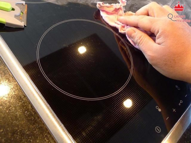 Cách lau chùi mặt bếp