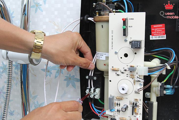 Kết nối dây điện vào tiếp điểm