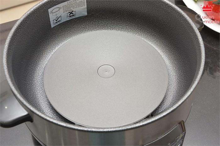 Mâm nhiệt của Lẩu điện Pensonic PMC-400 3.5 lít bề mặt mịn màng