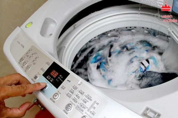 Không nên giặt quần áo vượt quá số lượng quy định