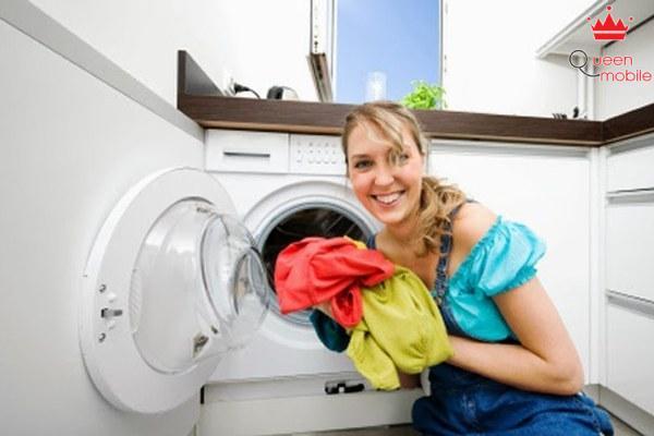 Ngâm riêng những quần áo dính xăng hoặc dầu