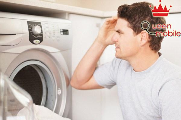 Trường hợp quần áo vẫn ướt sau khi vắt có thể do bạn đã cho vào quá nhiều hoặc ít đồ