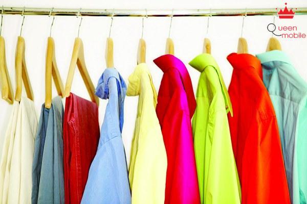 Nên treo quần áo lên ngay sau khi ủi xong