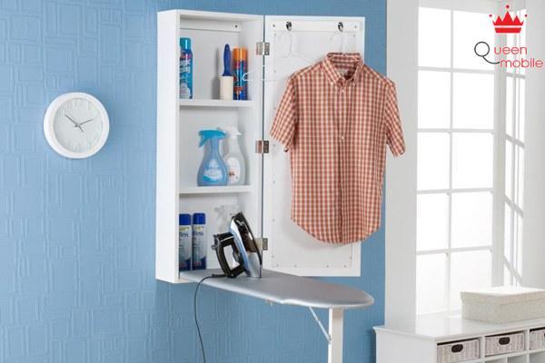 Treo quần áo lên sau khi ủi xong để tránh bị nhăn trở lại