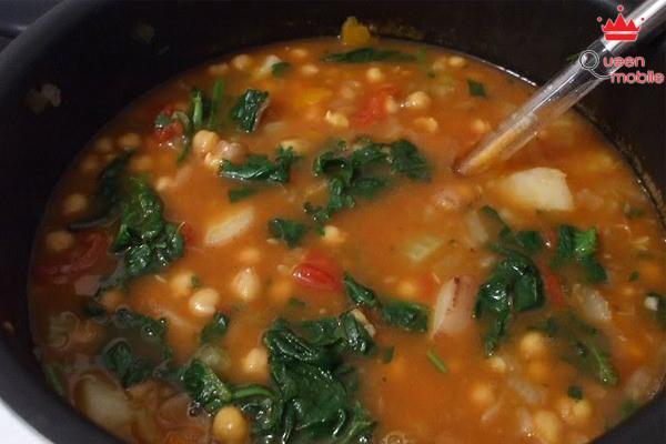 Món súp gà kiểu Ý đem lại một hương vị mới lạ