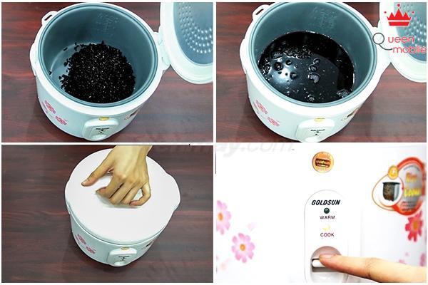 Sau khi ngâm xong, cho nếp vào nồi cơm điện. Đổ nước xâm xấp mặt nếp. Đậy nắp và nhấn nút Cook để nấu.