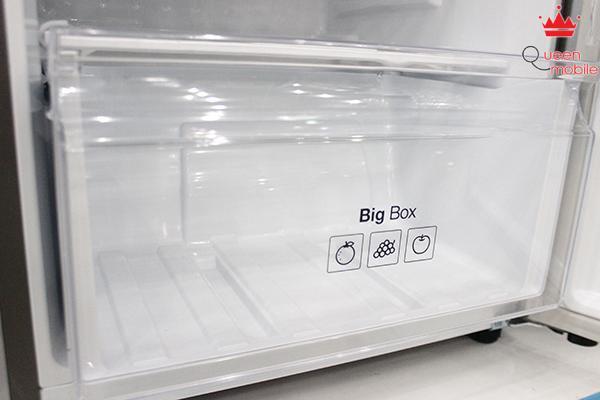 Ngăn chứa rau quả Big Box lớn giúp chứa được nhiều thực phẩm