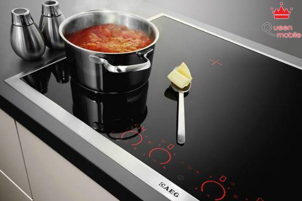 Không để các vật dụng kim loại trên mặt bếp dễ gây bỏng