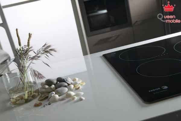 Nên đặt bếp ở không gian riêng, tránh xa thiết bị điện tử