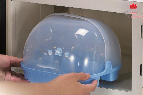 Thay thế đồ đựng bằng kim loại thành nhựa để tránh gây ra tia lửa điện