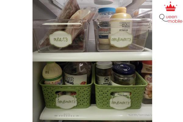 Từng hộp đựng được gắn nhãn với tên gọi của loại thực phẩm đó