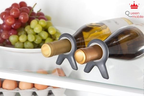 Cố định chai rượu bằng nút có neo