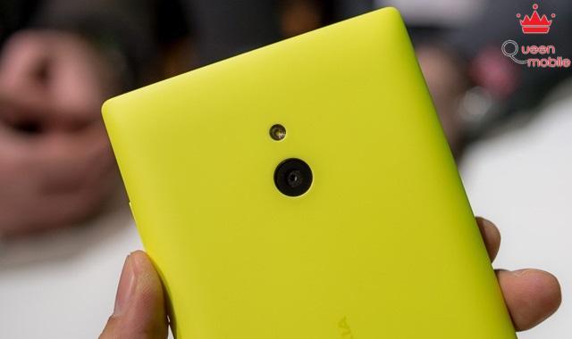 Camera sau 5MP và đèn Flash LED trên Nokia XL