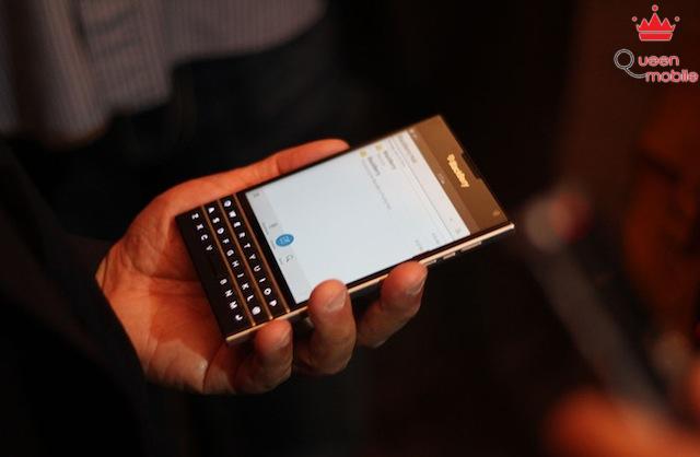 Giao diện nhắn tin của BlackBerry Passport