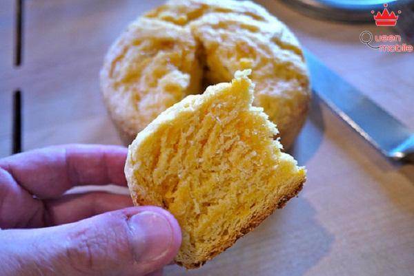 Bánh bị khô do quá nhiều bột nở và quá trình trộn không đều