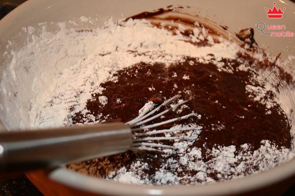 Việc không tuân thủ quy trình trộn, trộn nguyên liệu lung tung có thể phá hỏng mẻ bánh