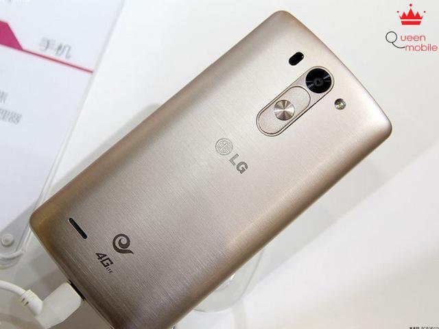 Nắp lưng vân kim loại như LG G3