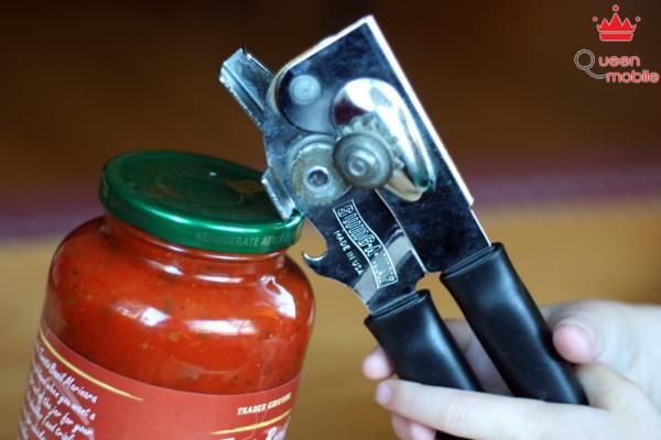 Khui nắp lọ gia vị dễ dàng với dụng cụ mở nắp