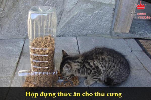 Hộp đựng thức ăn cho thú cưng