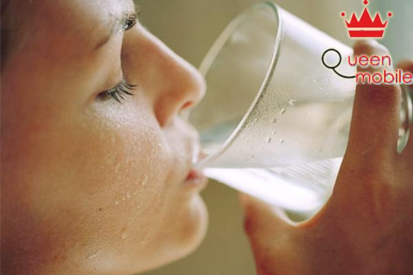 Trị sạch mụn, thật đơn giản chỉ bằng việc uống nước nóng hàng ngày