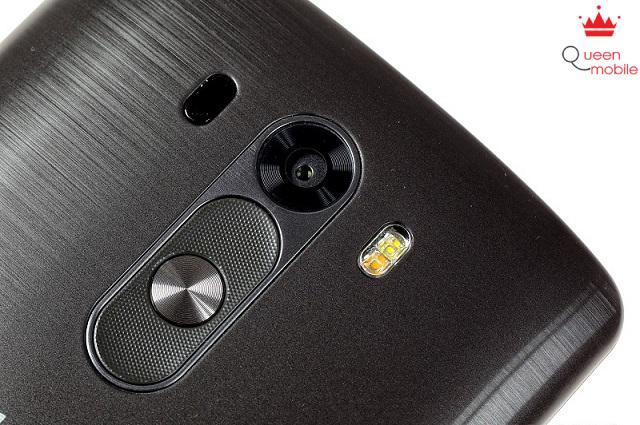 Phím nguồn và tăng giảm âm lượng bên dưới camera của LG G3