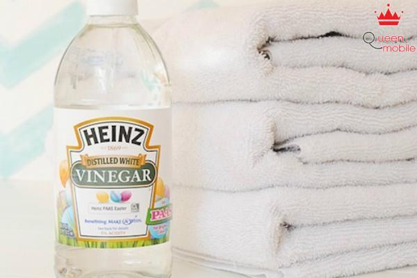 Dùng giấm để loại bỏ mùi hôi trên khăn tắm