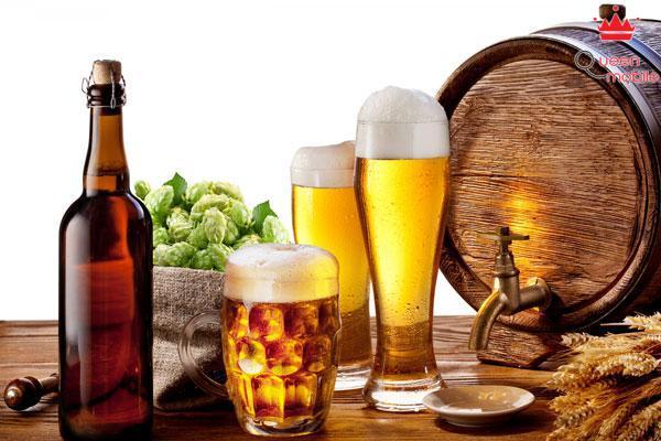 Uống rượu hay đồ uống có cồn khi đói rất dễ say xỉn và tăng gấp đôi sức tàn phá dạ dày của bạn. Vì thế hãy lót dạ trước khi uống rượu để bảo vệ sức khỏe của mình bạn nhé!