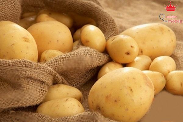 Dùng khoai tây sống giúp giảm vị mặn món ăn