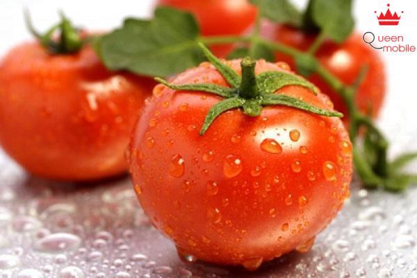 Vị chua của cà chua sẽ giúp trung hòa bớt vị mặn