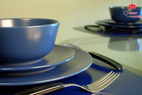 Sử dụng vật dụng màu xanh để đựng thức ăn