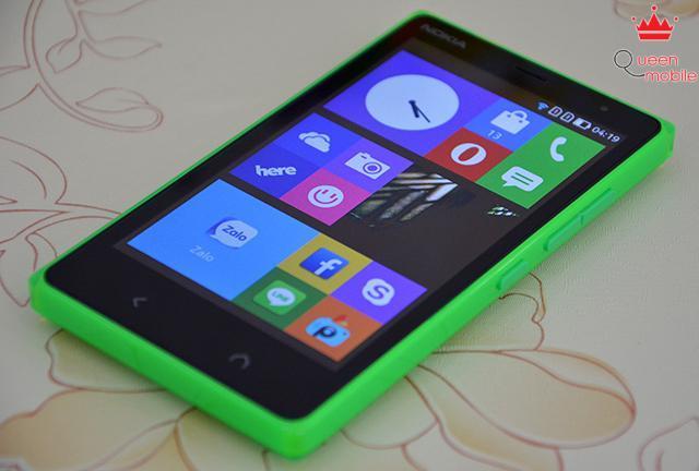 Nokia X2 có màn hình hiển thị khá tốt, góc nhìn rộng