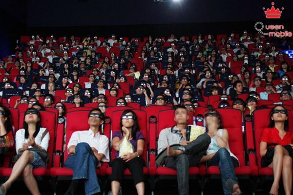 Bạn hầu như không có cơ hội trò chuyện khi đang xem phim