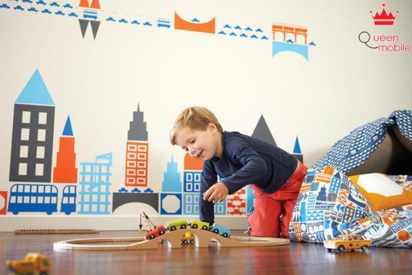 Cho dù bạn có cố gắng sắp xếp đồ chơi gọn gàng thì bọn trẻ cũng sẽ xới tung lên