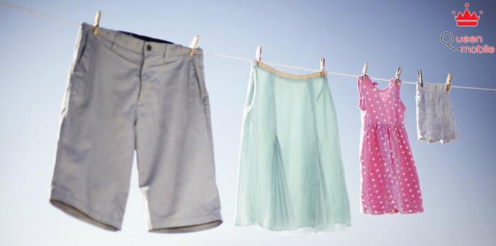 Ngâm nước muối giúp đánh bay vết ố trên quần áo