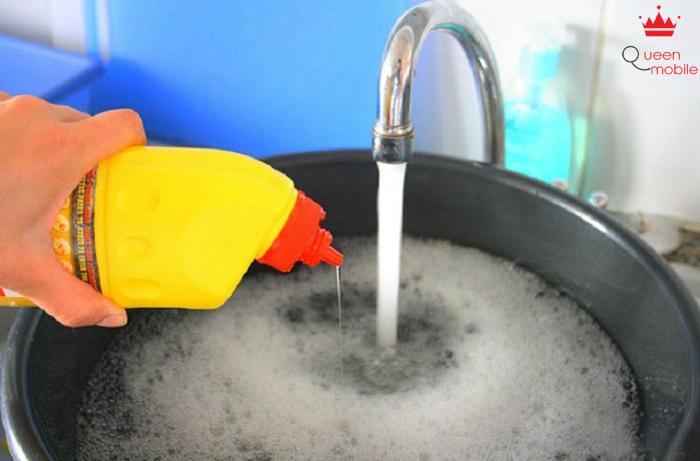 Không nên tự chế chất tẩy rửa