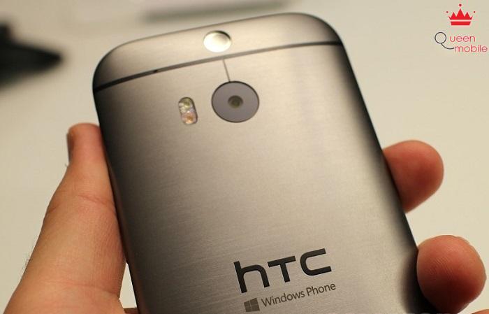 HTC One M8 phiên bản Windows Phone sẽ có thêm biểu tượng Windows Phone ở phía sau