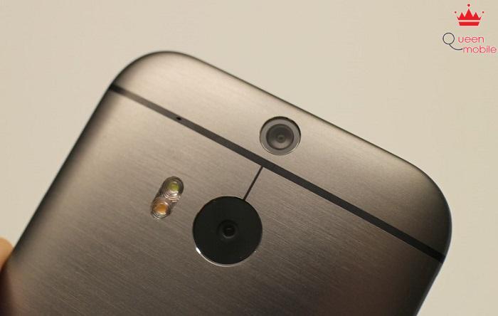 Camera phía sau, đèn Flash LED kép và cảm biến độ sâu