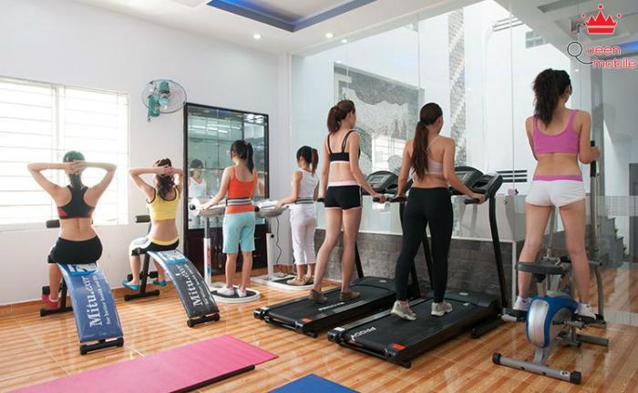 Đến phòng tập gym, bạn sẽ gặp gỡ được với những cô nàng cuốn hút