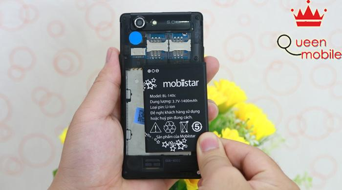 Viên pin có thể tháo rời của Mobiistar Bean 414 được trang trí khá ngộ ngĩnh với những ngôi sao
