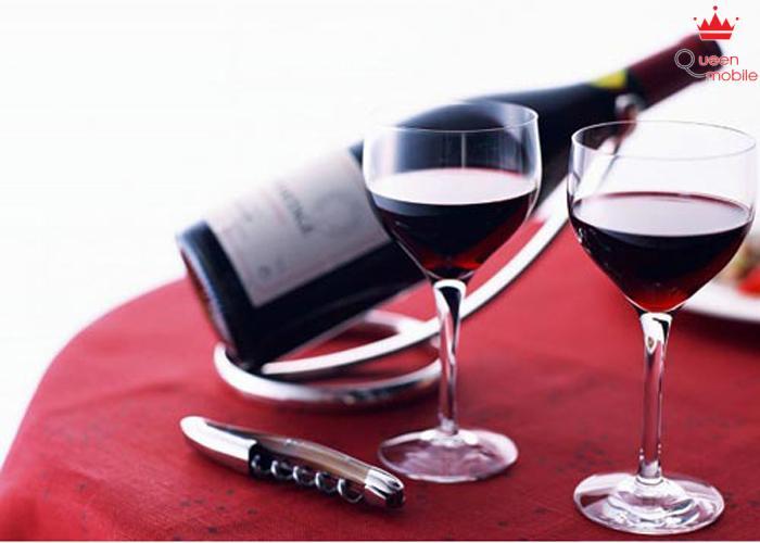 Nên rót rượu ra chai nhỏ tránh để oxy tiếp xúc nhiều với rượu
