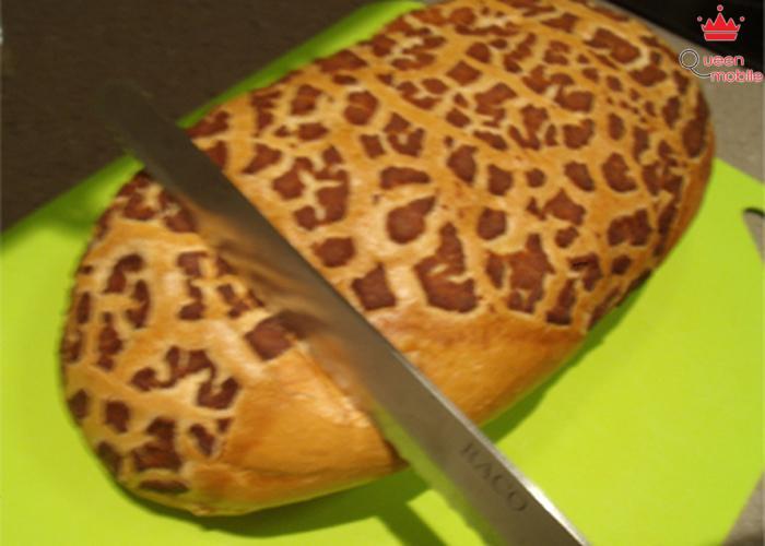 Cắt từ phần cứng phía trên bánh mì sẽ khó hơn