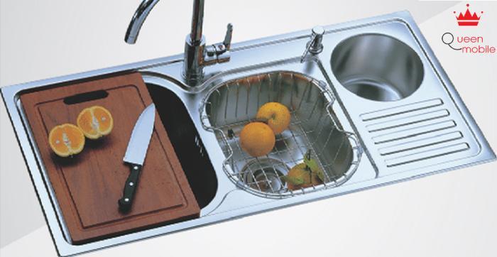 Dùng cam hay chanh đều có thể khử mùi chậu rửa bát