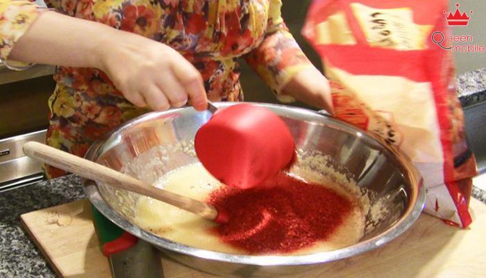 Trộn bột nếp vào hỗn hợp vừa say nhuyễn